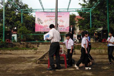 Giao lưu văn nghệ, ủng hộ đoàn trẻ em tàn tật Việt Nam